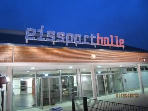 Bild-Quelle: http://www.berlin.de/ba-charlottenburg-wilmersdorf/ueber-den-bezirk/gebaeude-und-anlagen/sportanlagen/eissportanlagen/mdb-eissporthalle_0253.jpg
